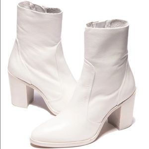 Lintervalle white leather boots